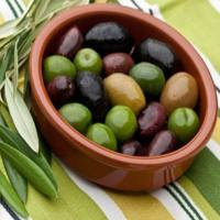 9 Health Benefits of Olives You'll Be All Over